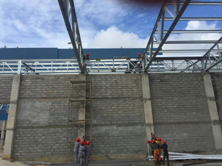 installation of steel trusses in Congo