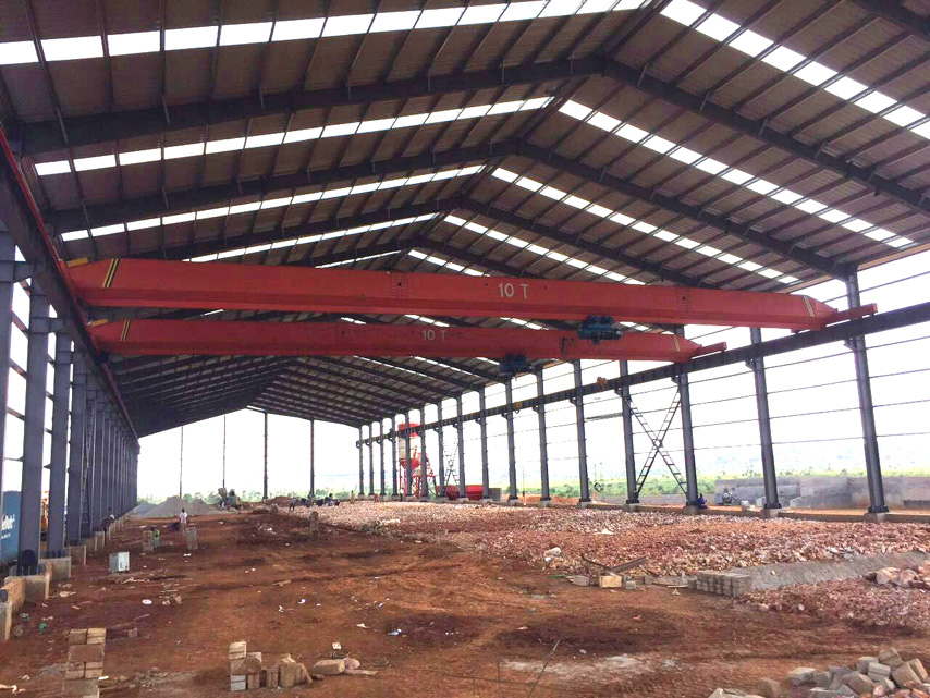 Prefabricated steel warehouse with crane